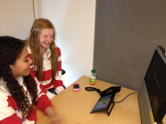 Deux étudiantes de Trafalgar Castle décrivent leurs réflexions sur leur Journée des jeunes filles dans le secteur des TIC.