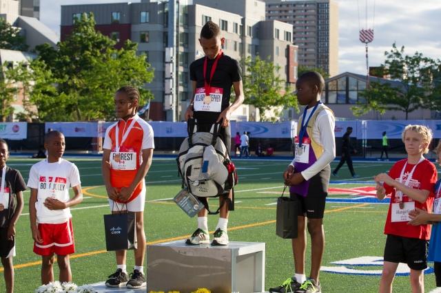 Nasi Willabus – Stephen remporte la compétition (Cisco Fastest Kid) du garçon le plus rapide aux Jeux internationaux d'athlétisme de Toronto. Mundo Sport Images/Geoff Robins