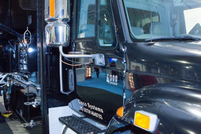 La ressource Cisco NERV (Network Emergency Response Vehicle) est un outil de commandement et de communication destiné aux premiers répondants, à l'équipe d'infrastructure critique et à d'autres organismes touchés par un événement catastrophique.