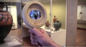 Un prototype de « loupe virtuelle » a été créé dans le cadre du projet meSch et il permet aux visiteurs d'interagir avec les objets historiques.